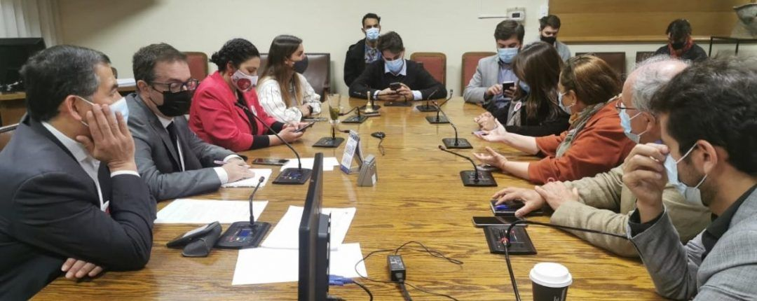 Diputados de oposición se reunieron para evaluar posible acusación constitucional contra Piñera